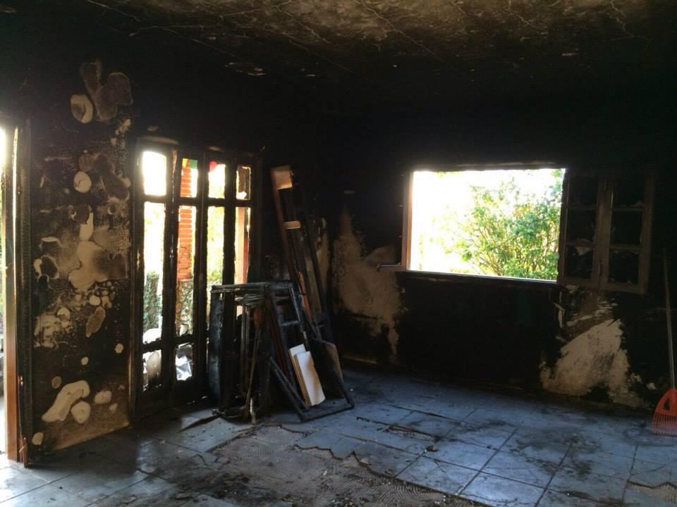 Sala do sobrado destruída após o incêndio (Foto: arquivo pessoal)