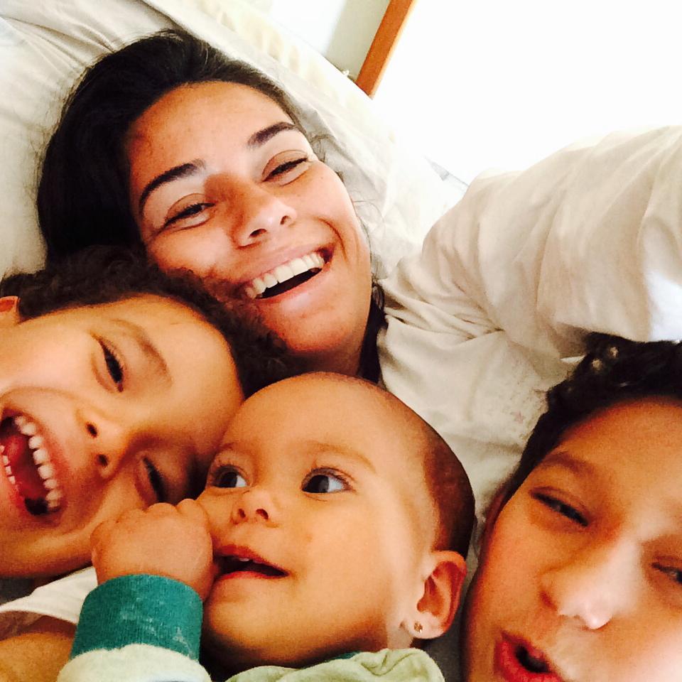 Marcela com os três filhos (Foto: Arquivo pessoal)