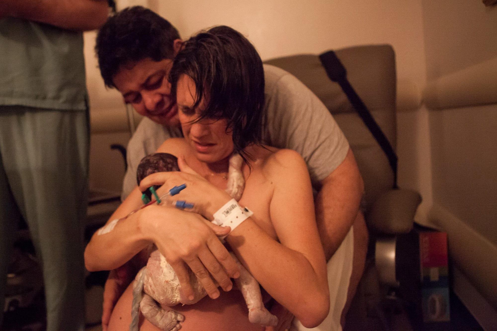 Primeiro bebê nasceu após seis horas de trabalho de parto (Foto: Gabi Trevisan - Foto Natural)