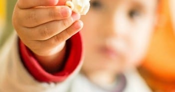 Pipoca deve ser dada somente após os quatro anos de idade (Foto: Bia Fotografia)
