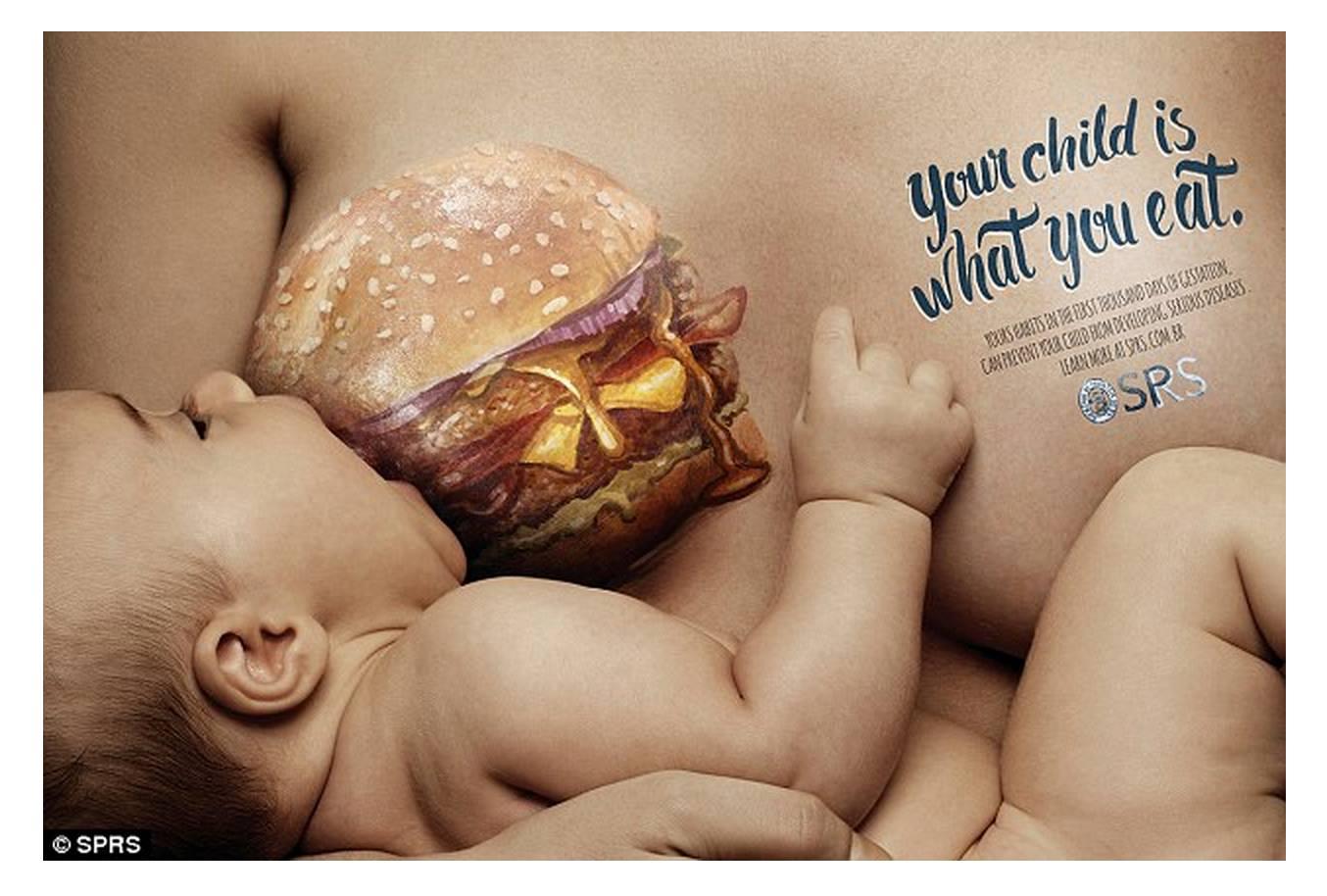 Cartaz mostra criança sendo 'amamentada' por hambúrguer (Foto: Reprodução/SPRS)