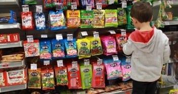 Alimentos não podem ter publicidade voltada para as crianças (Foto: Mães de Peito)