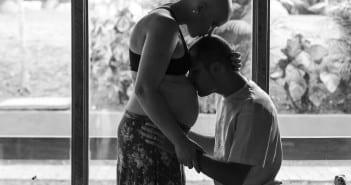 Ana e o marido em ensaio feito na gravidez  (Foto: arquivo pessoal)