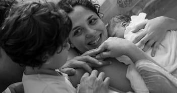 Camila com os filhos Benício e Aurora (Foto: Coletivo Buriti por Lela Beltrão)