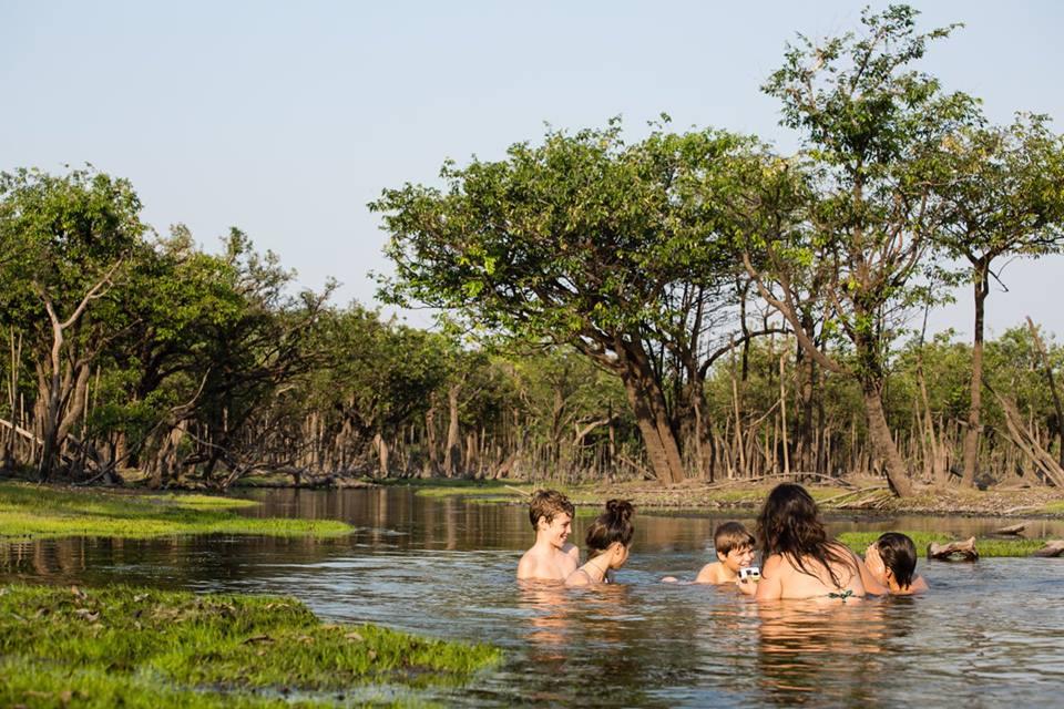 Banho de rio é uma das atrações do passeio (Foto: Divulgação/Leella)