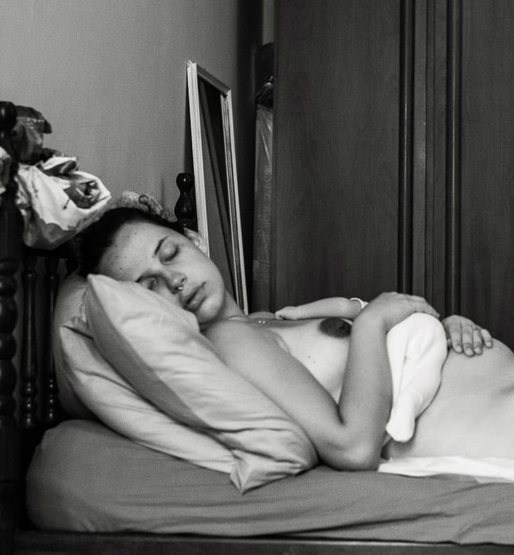 Mulheres normalmente adormecem entre as mamadas (Foto: Coletivo Buriti por Bia Takata)