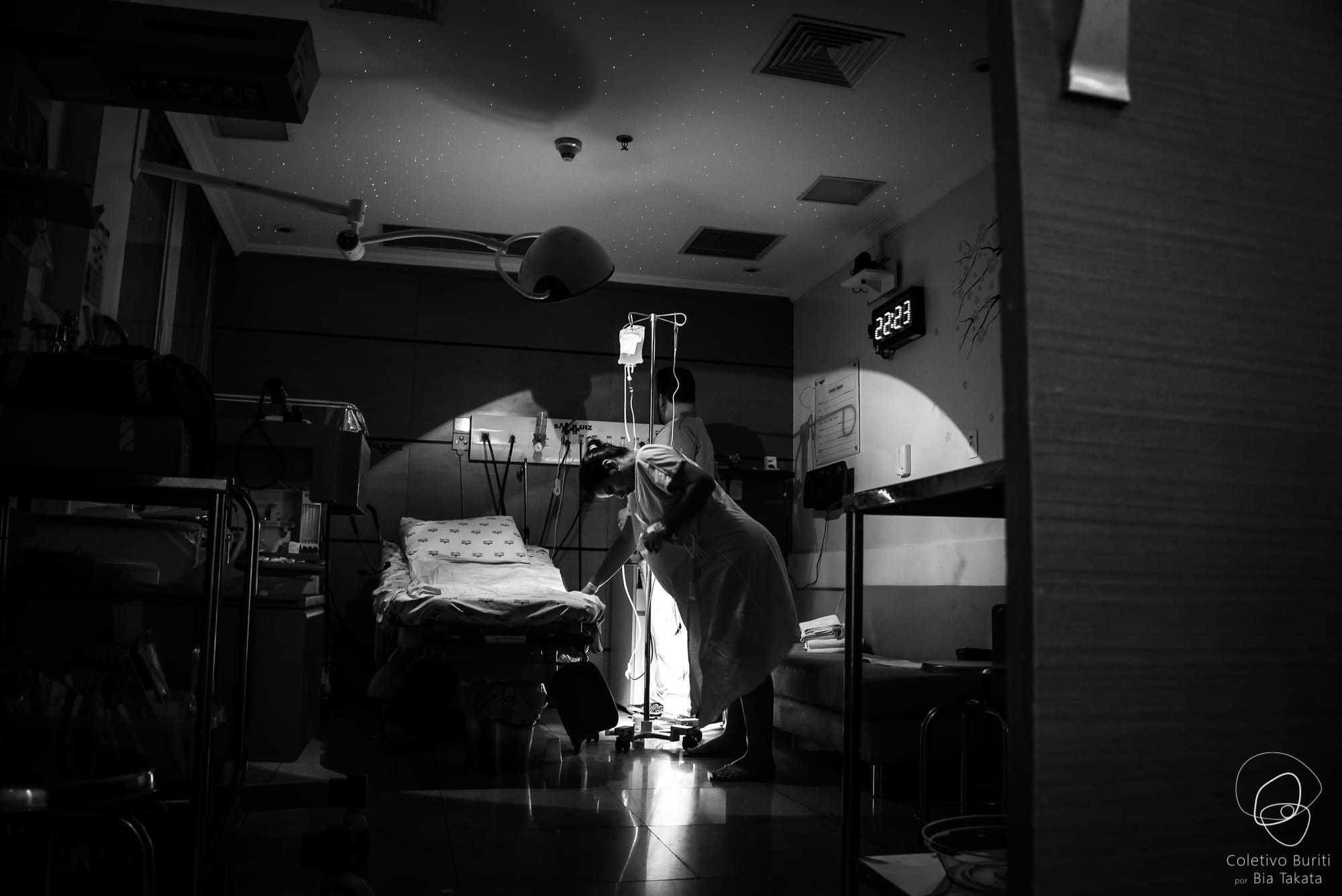Mulher durante trabalho de parto (Foto: Coletivo Buriti por Bia Takata)
