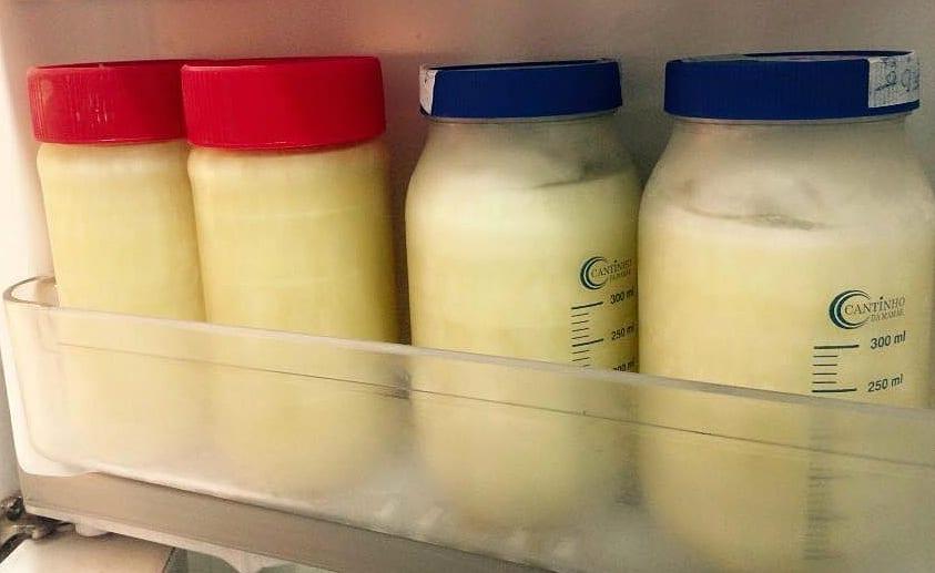 Vidros com leite materno são congelados após ordenha (Foto: Mães de Peito)